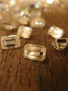 オレッキオの代名詞_四角いエメラルドカットダイヤモンド
